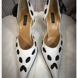 NYLA Pointed Tow Bow Pumps 8
